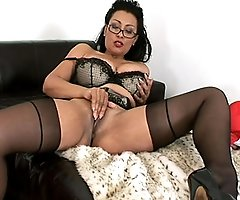 Lady Sonia - hunter milf sample video