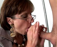 English masturbatrix cum milking